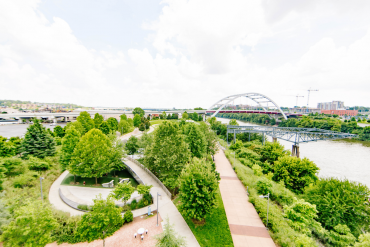 nashville-imagery-greenery-pedestrian-bridge